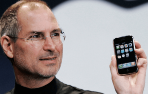 steve-jobs-original-2007-iphone (1)
